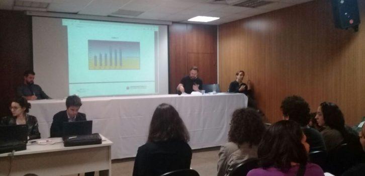 Foto mostra a apresentação dos dados da política Mães em cárcere. Foto: Irene Maestro | ITTC
